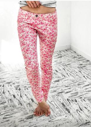 Класссные штаны, с цветочным принтом!