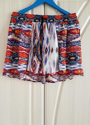 Летняя пляжная разноцветная мини юбка stradivarius.