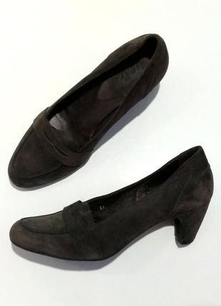 Обалденные итальянские  туфли , замшевые лоферы на удобном  каблуке  by b.