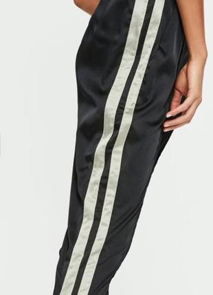 """Трендові фірмові штани  при покупці """"двох """" речей """"третя """" в подарунок"""