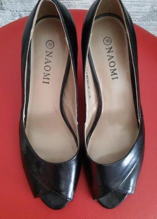 Шикарные черные туфли с открытым носочком