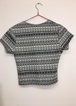 Летняя короткая футболка new look