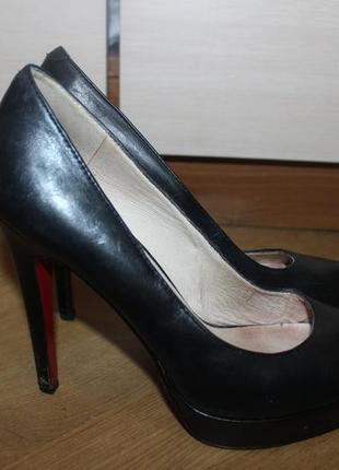 Стильні шкіряні туфлі , красная подошва 5th avenue