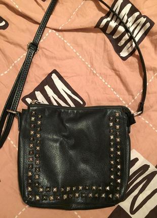 Чёрная сумка с шипами