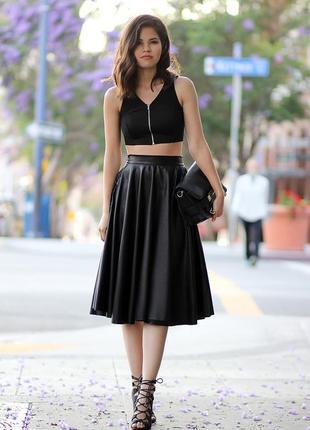 Супер стильна юбка в складки , кожаная , миди monaco