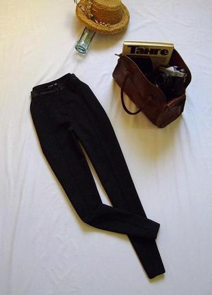 Трендовые узкие брюки с высокой посадкой