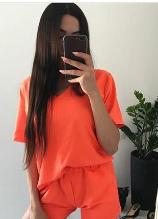 Яркий летний костюм