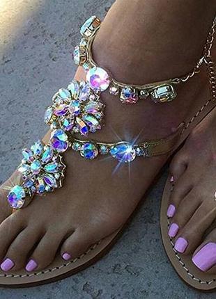Шикарные сандалии со стразами