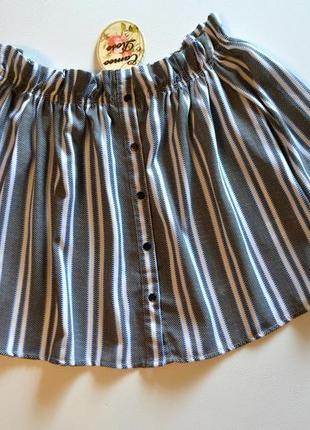 Модная свободная блуза в полоску со спущенными плечами