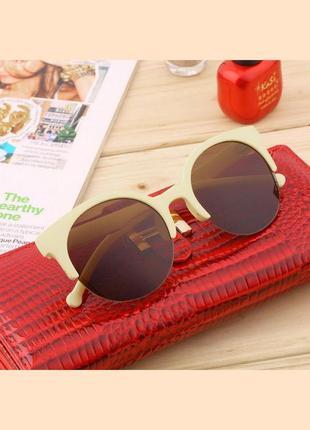 Солнцезащитные очки коричневые в бежевой оправе.😎