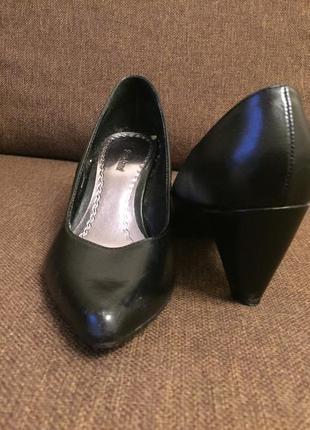 Туфли жен черные на каблуке кожа