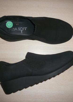 Закрытые туфли танкетка cinzia soft 37 р 24 см кожа нубук