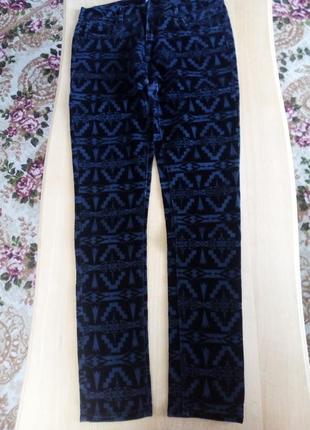 Узкие брюки с бархатным узором