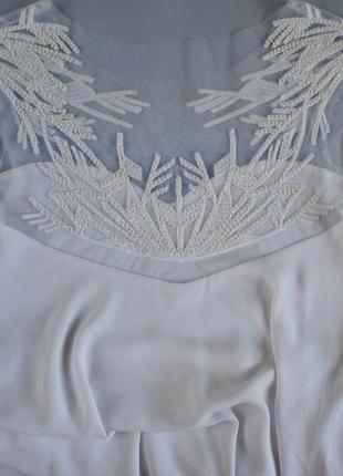 Белое нежное нарядное вечернее свадебное платье миди а-силуэта с вышивкой