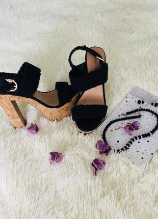 Стильні босоножки на каблуку new look