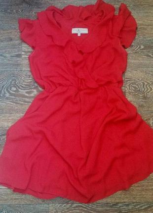 Актуальное ярко-красное платье