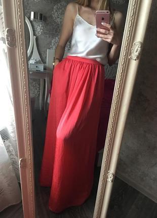 Яркая юбка макси с карманами