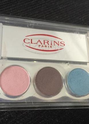 Красивие 3-цветние тени фирми clarins оригинал