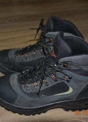 Треккинговые кожаные  ботинки