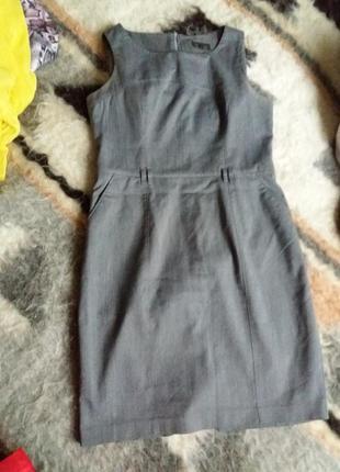 Серое деловое платье