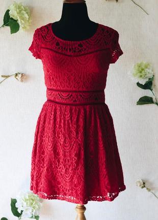 Шикарное гипюровое платье с кружевными вставками