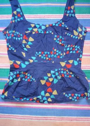 Яркая приталенная блуза майка