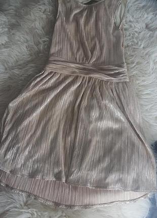 Супер плаття плесіроване.. дуже гарно виглядає..