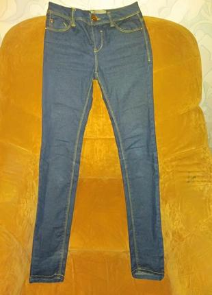 Узкие джинсы с низкой талией