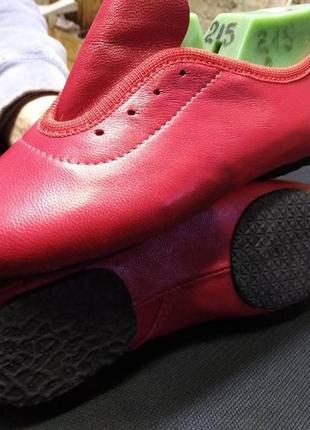 Джазовки кожаные красные. размеры с 17-46.