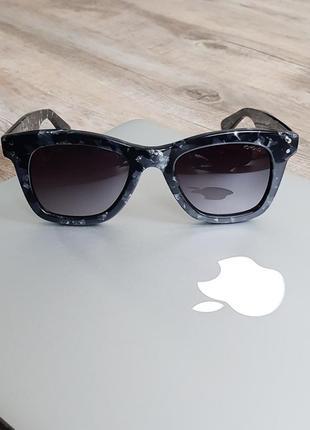 Новые очки бренда komono