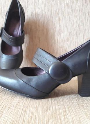 Кожаные туфли на 37р.р