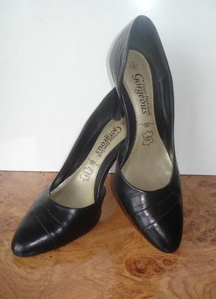 Кожанные черные туфли на высоком каблуке 38, 24см