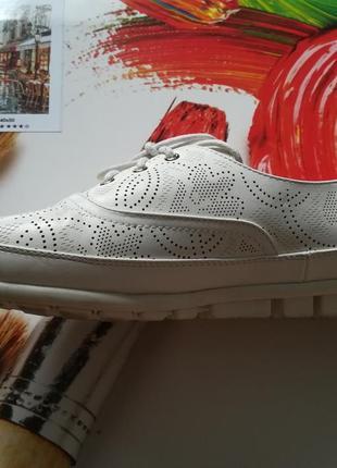 Летние белые спортивные туфли с перфорацией3 фото