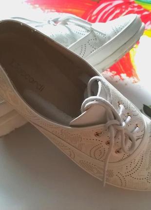 Летние белые спортивные туфли с перфорацией4 фото