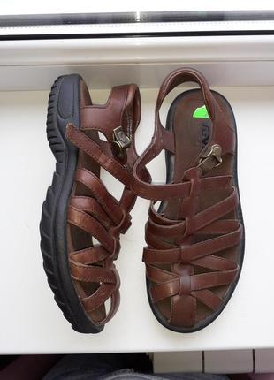 Фирменные кожаные сандалии teva