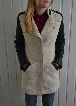Суперское пальто с кожаными рукавами  от avant - primiere