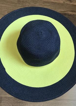Красивая шляпа для пляжа