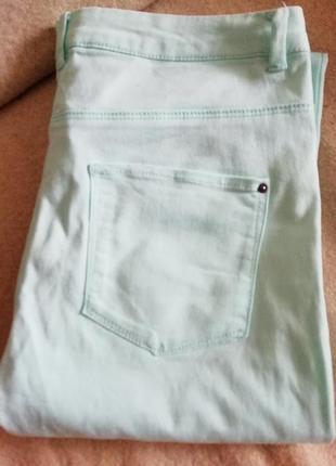 Светло голубые штаны