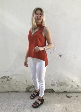 Асимметричная блуза с чокером missguided