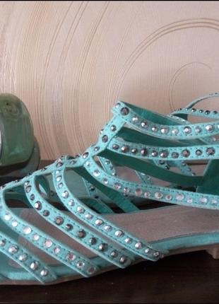 Греческие сандалии из набука со стразами