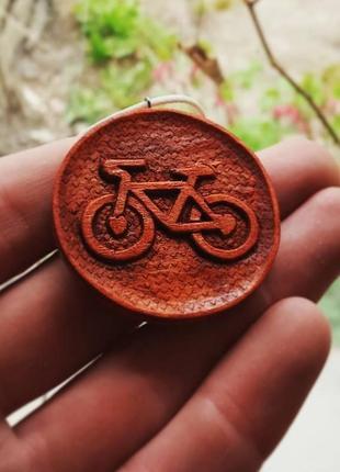 Кулон з дерева велосипед