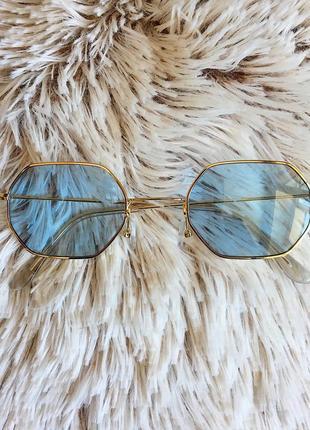 Восьмиугольные очки в тонкой оправе с голубыми линзами
