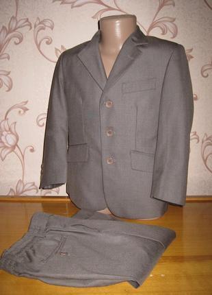 Детский классический костюм. на рост 104 см. в хорошем состоянии!!!