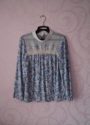 Голубая блуза с принтом, рубашка с воротником-стойкой на 1 сентября, в школу, в офис
