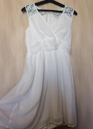 Очень красивое платье с кружевами