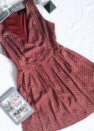 Вінтажне плаття з поясом на запах v образним вирізом