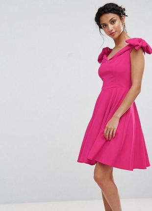 Розовое платье с бантами на плечах john zack