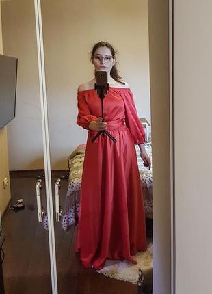 Длинное платье вечернее из атласа, нарядное в пол