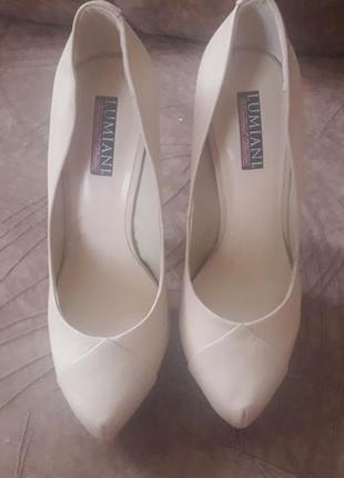 Кожаные бежевые туфли 39р.
