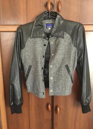 Бомбер куртка с кожаными рукавами